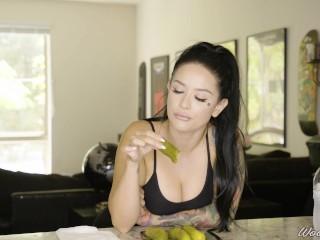 Porn Stars Eating: Katrina Jade and Crunchy Pickles